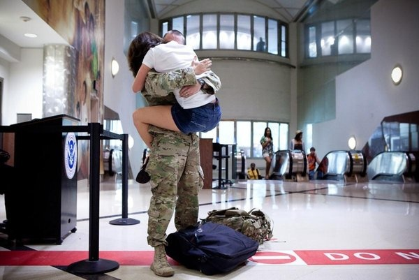 welcome home deployment pic