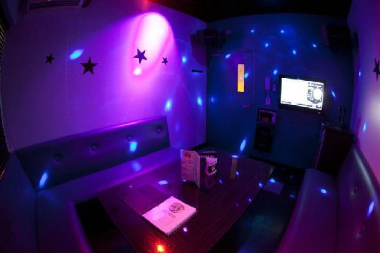 karaoke private room date night idea