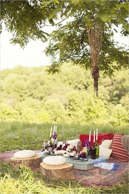intimate and casual sweetheart table
