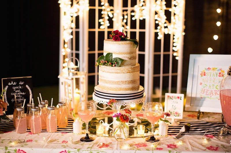 naked cake wedding table
