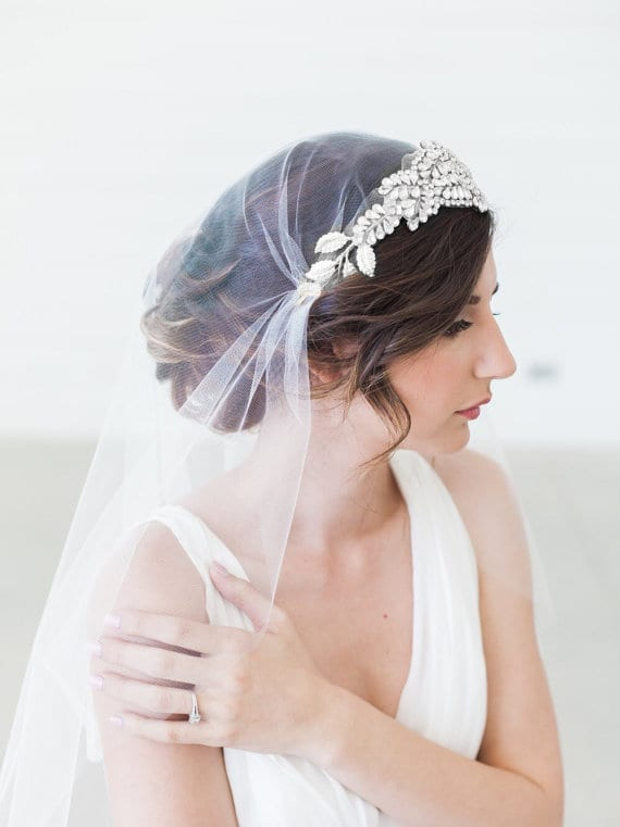 bridal veil that goes around the crown of your head