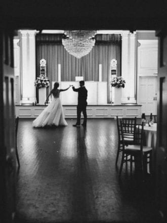 private dance at end of wedding