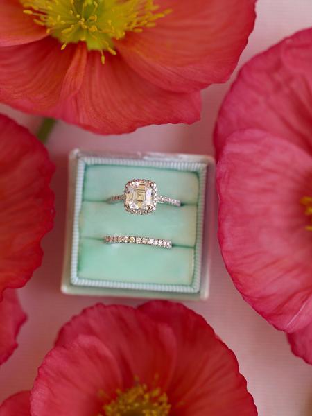 keep engagement ring on velvet box