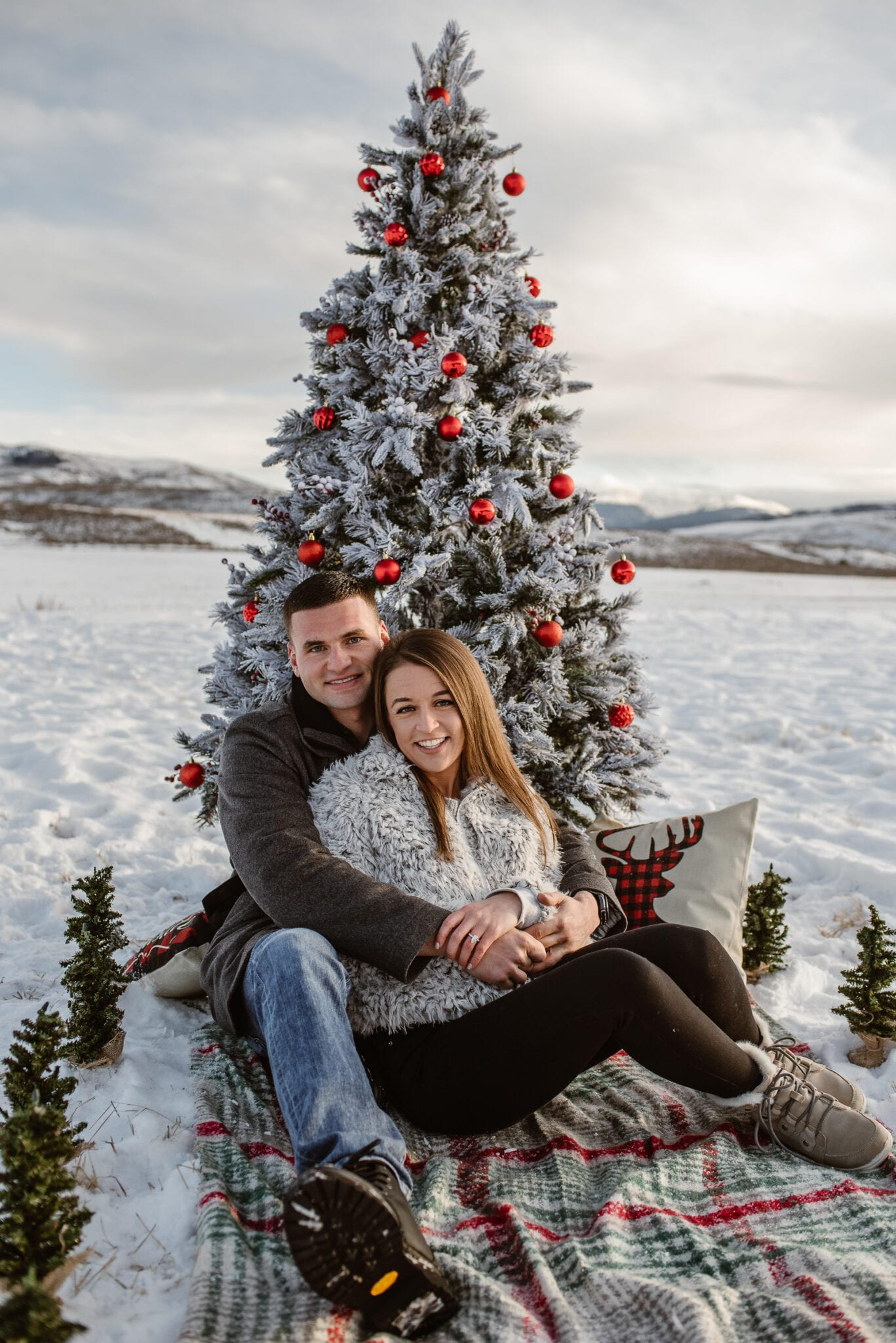 Christmas tree proposal in the snow