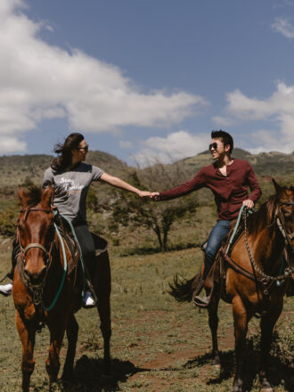 holding hsnds while horseback riding